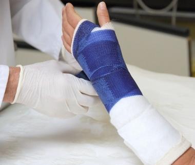 Переломы основной и средней фаланги